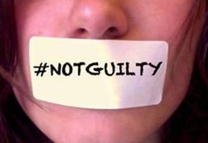 A estudante Ione Wells na imagem que virou símbolo da campanha #NotGuilty Foto: Reprodução