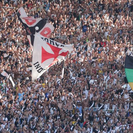 Torcedores do Vasco lotam a arquibancada do Maracanã na decisão do Estadual Foto: Marcelo Theobald / Extra
