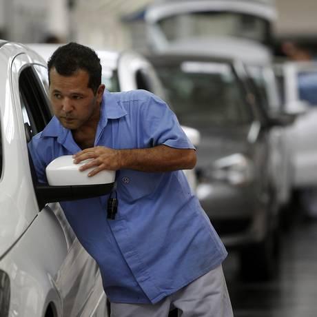 Trabalhador em fábrica da Volkswagen em São Bernardo do Campo Foto: Dado Galdieri / Bloomberg News