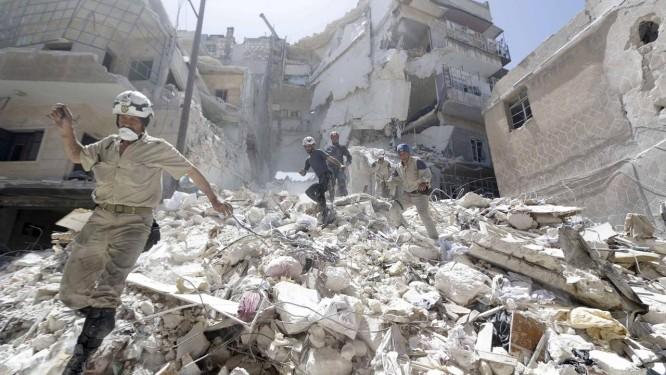 Cenário de destruição em Aleppo. Bombardeios aéreos levaram hospitais da cidade síria a interromper atividades por tempo indeterminado Foto: HOSAM KATAN / REUTERS