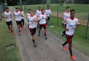 Jogadores do Flamengo correm no campo no primeiro dia de treinos em Atibaia Foto: Gilvan de Souza/Flamengo