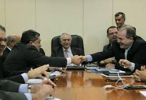 O vice-presidente, Michel Temer, se reúne com líderes da base aliada para discutir o ajuste fiscal Foto: Jorge William / Agência O Globo