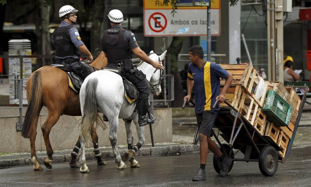 A medida visa a conter a onda de assaltos que vem acontecendo na região Foto: Gabriel de Paiva / Agência O Globo
