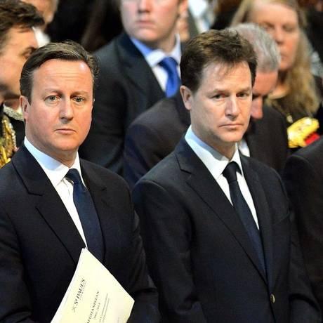 Cameron, Clegg e Miliband: vice-premier aceitou discutir tanto com conservador quanto com trabalhista Foto: John Stilwell / Reuters