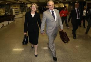 Professor Luiz Edson Fachin ao lado da mulher Foto: Ailton de Freitas / Agência O Globo