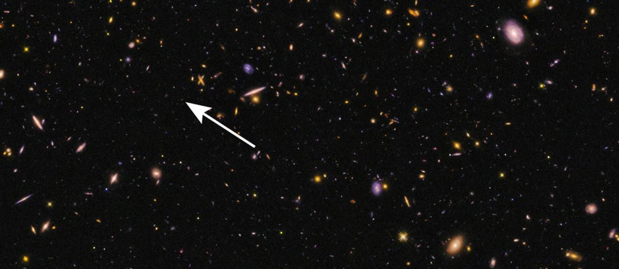 Imagem do telescópio espacial Hubble mostra a localização da galáxia:objeto está a mais de 13 bilhões de anos-luz da Terra e é novo recordista de distância Foto: Nasa/ESA/Hubble