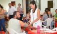 Paciente recebe atendimento em Candido Mota, São Paulo