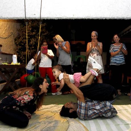 Pais poderão fazer sessões de brincadeiras com seus filhos Foto: Agência O Globo / Pedro Teixeira