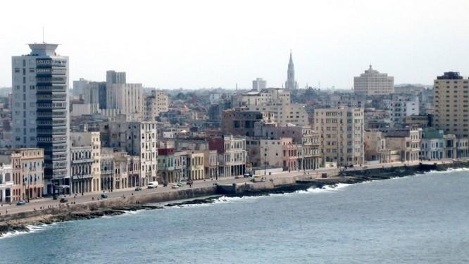 Litoral da capital cubana, Havana. Estados Unidos autorizaram nesta terça-feira a retomada de serviços de balsas comerciais entre os dois países Foto: Lukas Mathis / Wikimedia Commons