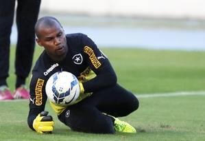 O goleiro Jeferson em foto de arquivo durante treino do Botafogo no Engenhão Foto: Marcos Tristão / Agência O Globo