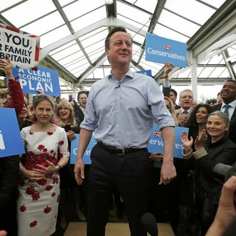 Primeiro-ministro David Cameron reunido com apoiadores em Twickenham, Londres. Reino Unido terá eleições nesta quinta-feira Foto: PETER NICHOLLS / REUTERS