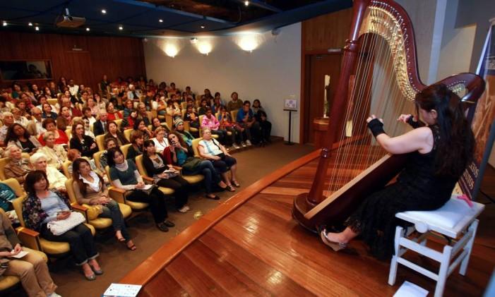 Apresentação da harpista japonesa Kaori Otake, no Museu Histórico Nacional Foto: Carlos Ivan / Agência O Globo (27/05/2011)