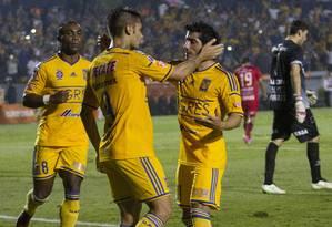 Rafael Sóbis comemora o gol de empate do Tigres contra o Universitário de Sucre Foto: Julio Cesar Aguilar / AFP