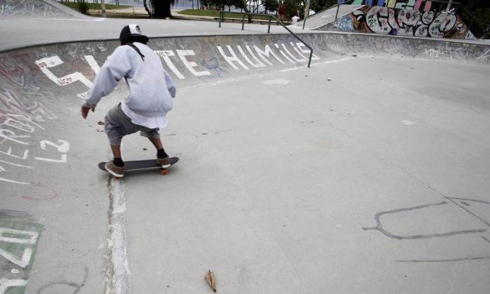A pista do Aterro é uma das mais frequentadas da cidade Foto: Hudson Pontes / Agência O Globo