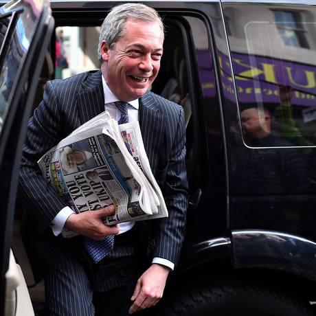 Líder do partido ultranacionalista Ukip, Nigel Farage, chega para uma visita de campanha em Ramsgate, no Sudeste da Inglaterra Foto: BEN STANSALL / AFP