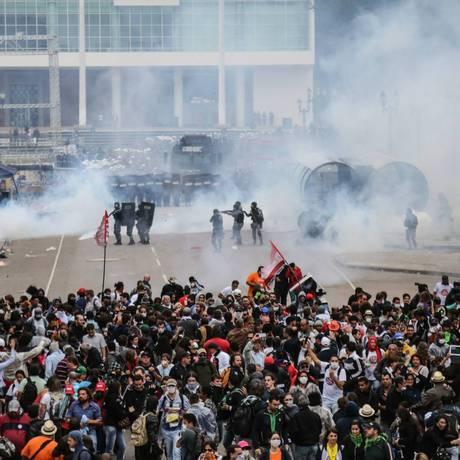 Protesto de professores em Curitiba na última quarta-feira em frente à Alep Foto: Agência Brasil