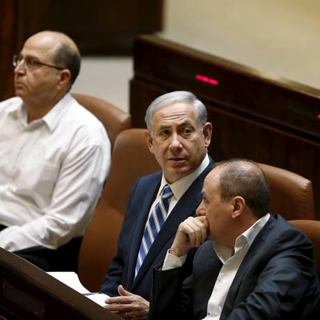 No centro, o primeiro-ministro Benjamin Netanyahu Foto: REUTERS/4-5-2015