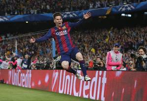 Messi comemora o segundo gol do Barcelona sobre o Bayern de Munique Foto: Gustau Nacarino / REUTERS