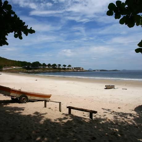 A praia do Imbuí faz parte do território militar Foto: André Coelho / Agência O Globo