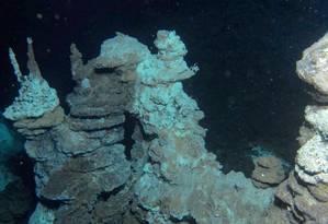 Ambiente extremo. As fontes hidrotermais do 'Castelo de Loki', onde os pesquisadores descobriram uma nova linhagem de micro-organismos procariontes com algumas características antes consideradas exclusivas de eucariontes Foto: R.B. Pedersen/Centro de Geobiologia da Universidade de Bergen / R.B. Pedersen/Centro de Geobiologia da Universidade de Bergen