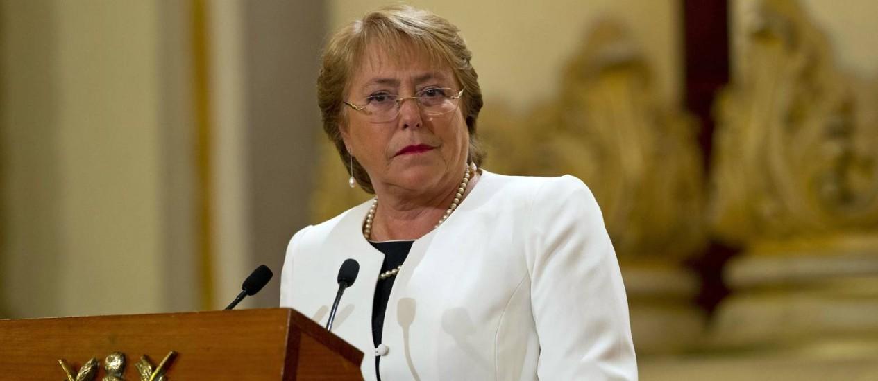 Michelle Bachelet. Presidente chilena pediu a renúncia de toda a sua equipe de governo Foto: Moises Castillo / AP