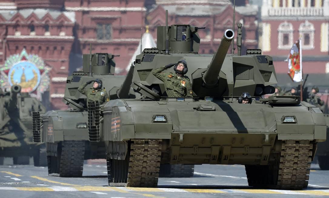 O Exército russo exibe seu poderio militar na festa YURI KADOBNOV / AFP