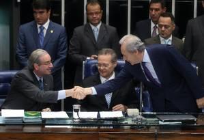 Renan e Cunha promulgam PEC da Bengala e negam retaliação a Dilma Foto: André Coelho / O Globo
