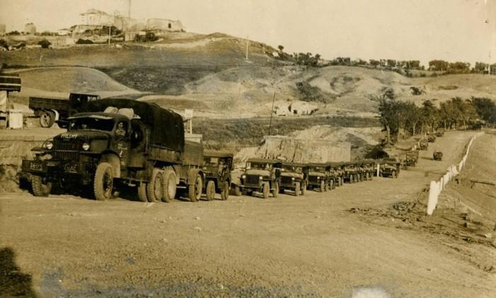 Jipes, caminhões e viaturas usadas pela Força Expedicionária Brasileira (FEB), na Segunda Guerra Mundial. Foto: Reprodução / Agência O Globo