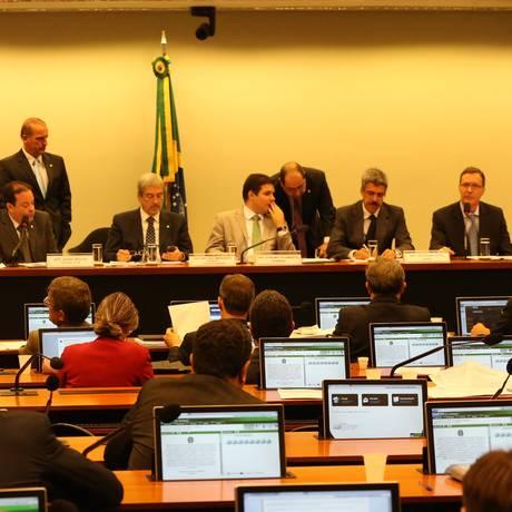 Presidente da Sete Brasil Participações presta depoimento na CPI da Petrobras Foto: Ailton de Freitas / Agência O Globo