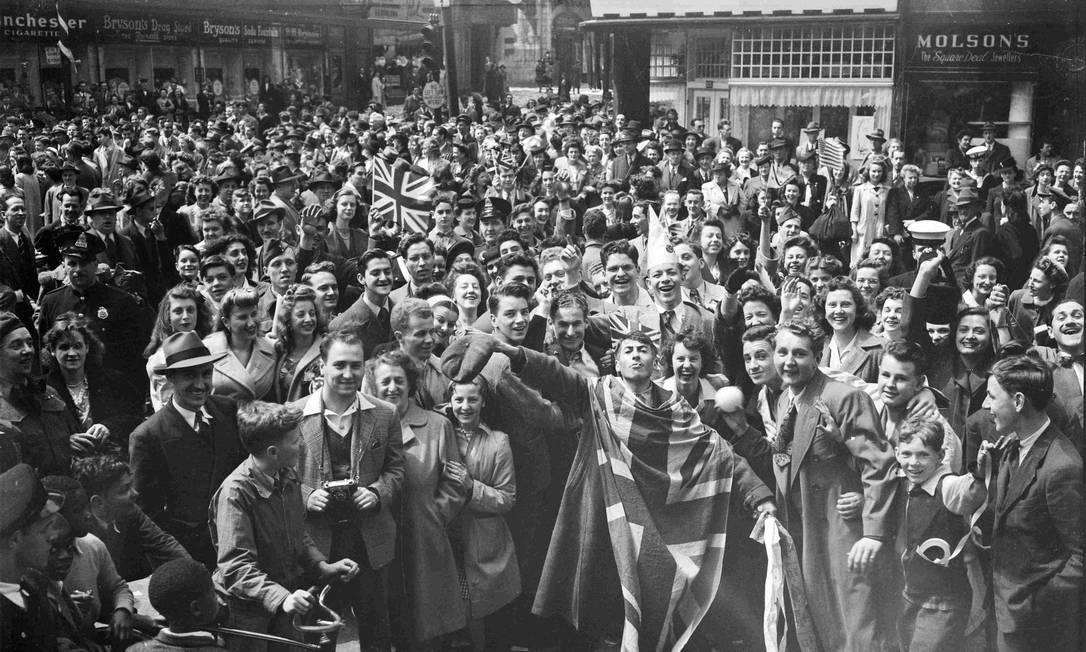 Público celebra o Dia da Vitória em Montreal, província do Canadá HANDOUT / REUTERS