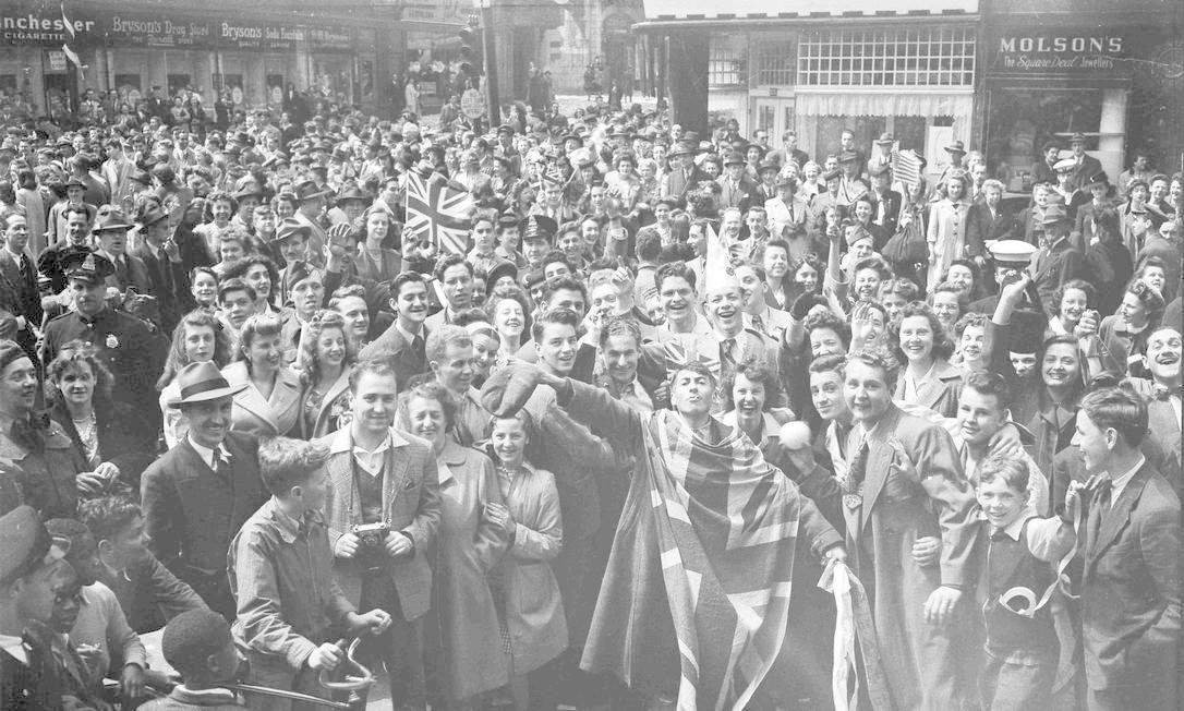 Público celebra o Dia da Vitória em Montreal, província do Canadá Foto: HANDOUT / REUTERS