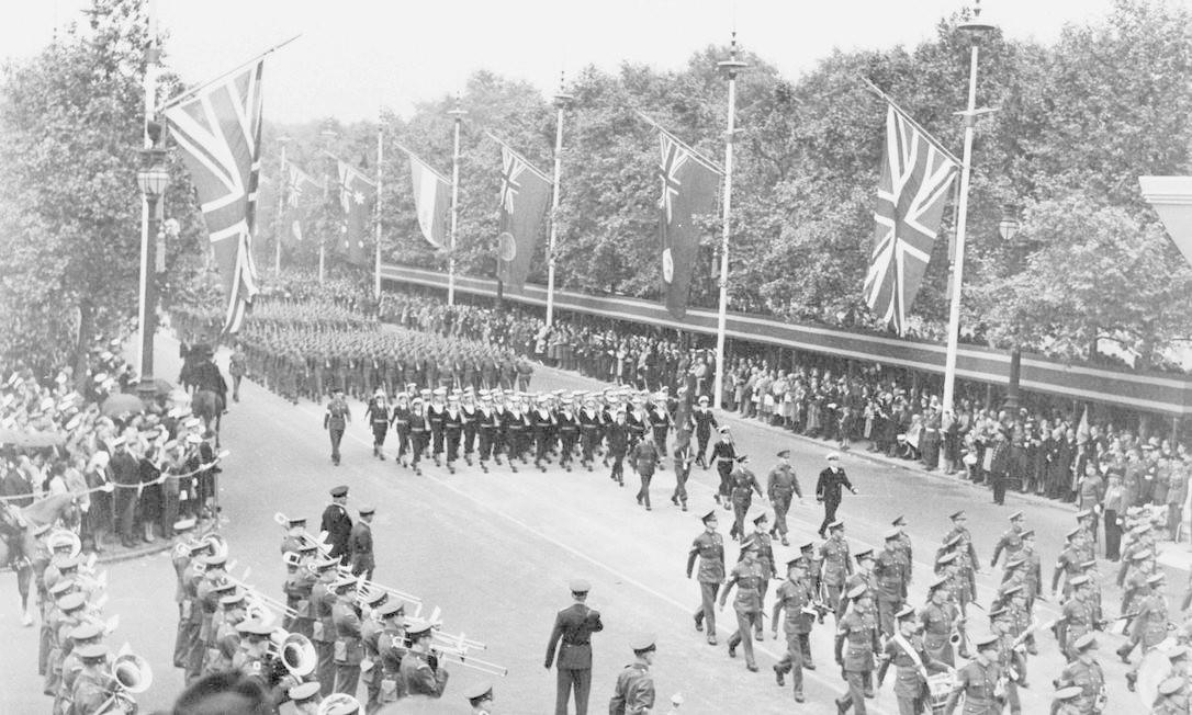Militares canadenses durante desfile em celebração ao Dia da Vitória HANDOUT / REUTERS
