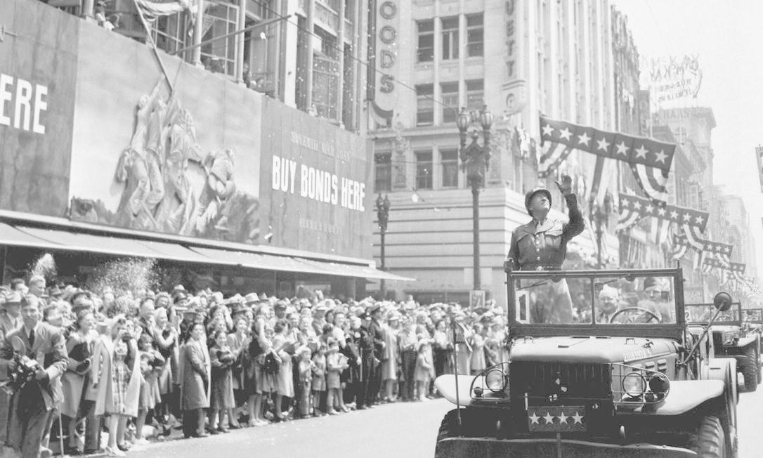 O general americano George S. Patton durante desfile do Dia da Vitória HANDOUT / REUTERS