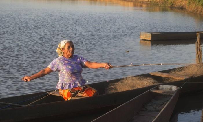 Moradora da região da Lagoa Feia, em São Francisco, onde a pesca é a subsistência de parte da população Foto: Antonio Scorza / Agência O Globo