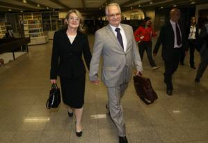 Luiz Edson Fachin com a mulher Rosana Fachin em abril no Senado Foto: Ailton de Freitas/15-4-2015 / Agência O Globo