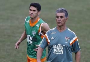 Magno Alves, ao lado do técnico Ricardo Drubscky, no primeiro dia de treinos Foto: Alexandre Cassiano / Alexandre Cassiano