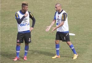 O Vasco de Rafael Silva e Guiñazú jogará às 11h na segunda rodada, contra o Figueirense Foto: ANTONIO SCORZA / Agência O Globo