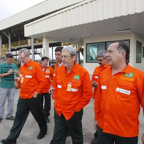 Integrantes da CPI da Petrobras visitam obras do Comperj Foto: Pedro Teixeira / Agência O Globo