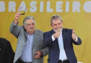 Os ex-presidentes José Mujica e Lula Foto: André Coelho/06-12-2010