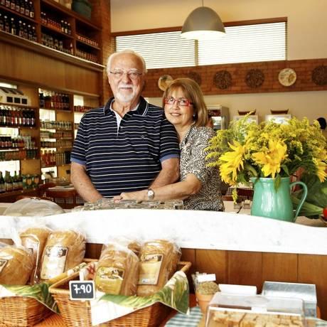Angela e Dick Thompson, sócios-fundadores do Sítio do Moinho: nova loja, na Barra Foto: Hudson Pontes/ Divulgação