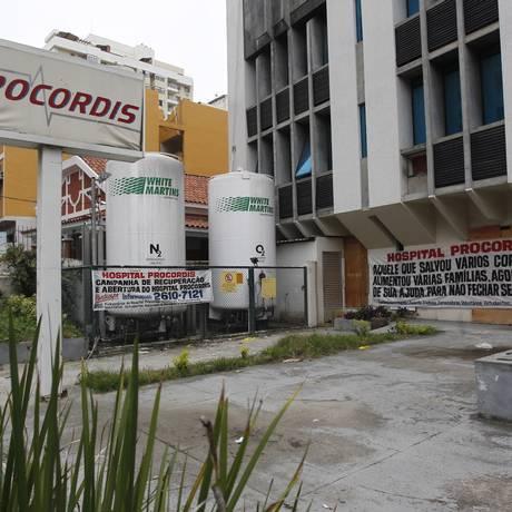 Apelo. Faixas colocadas na fachada do Procordis pedem a reabertura Foto: Pedro Teixeira / Pedro Teixeira