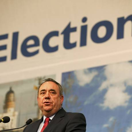 Alex Salmond, the former Scottish National Party, speaks after winning his seat at a counting centre in Aberdeen, Scotland, May 8, 2015. REUTERS/Cathal McNaughton Foto: CATHAL MCNAUGHTON / REUTERS