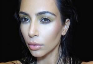 Capa do livro 'Selfish', recheado de selfies de Kim Kardashian Foto: Reprodução