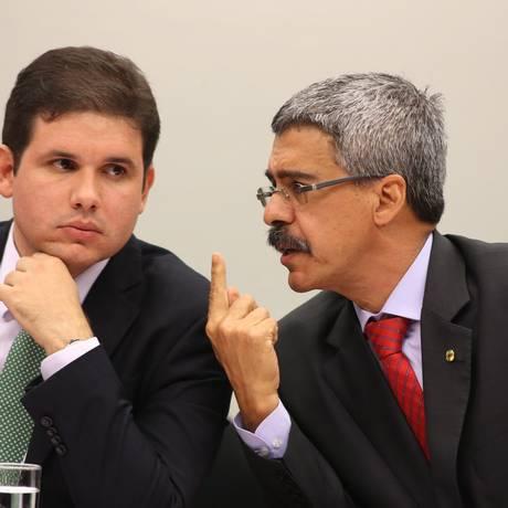 Hugo Motta (PMDB-PB), presidente da CPI, ao lado do relator Luiz Sergio (PT-RJ) na Câmara dos Deputados Foto: Ailton de Freitas / Agência O Globo