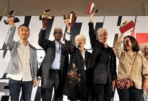 Os vencedores Im Hueng-Soon, El Anatsui, Susanne Ghez, Adrian Piper e Adelina Cuberyan von Furstenberg Foto: Luigi Costantini/AP / Luigi Costantini/AP