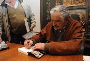Ex-presidente José Mujica lança livro no Uruguai Foto: Agustín Martinez / Diario El Pais