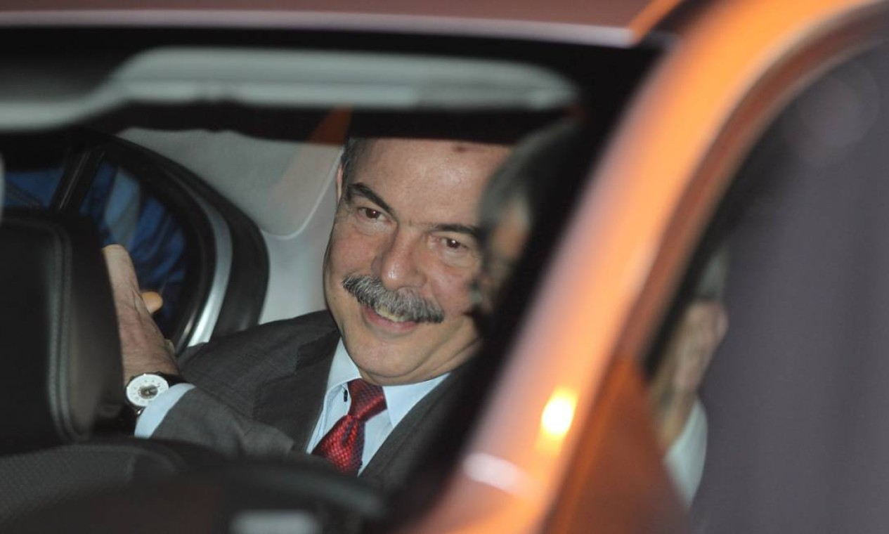 O petista Aloizio Mercadante, ministro da Casa Civil, também foi convidado Foto: Michel Filho / Agência O Globo
