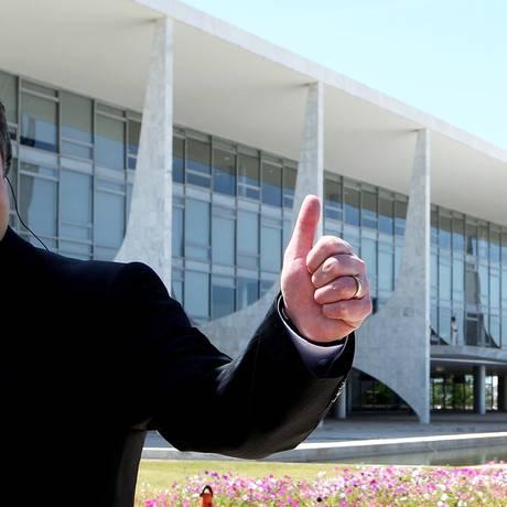 Mendes Ribeiro Filho, durante entrevista em frente ao Palacio do Planalto quando era ministro da Agricultura Foto: Ailton de Freitas / Agência O Globo (18-8-11)