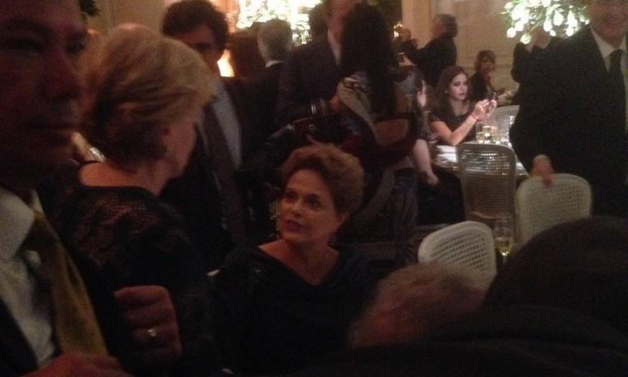 Dilma conversa com Marisa Letícia durante casamento Foto: Ricardo Noblat