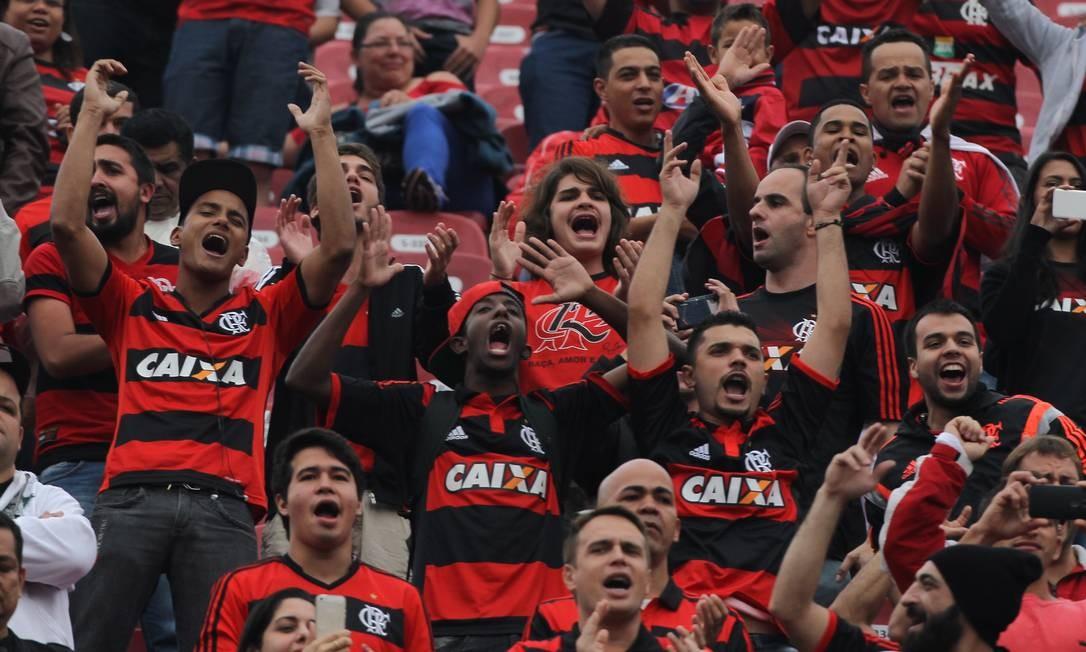 Torcedores do Flamengo no Morumbi acompanhando a partida contra o São Paulo Michel Filho / Agência O Globo